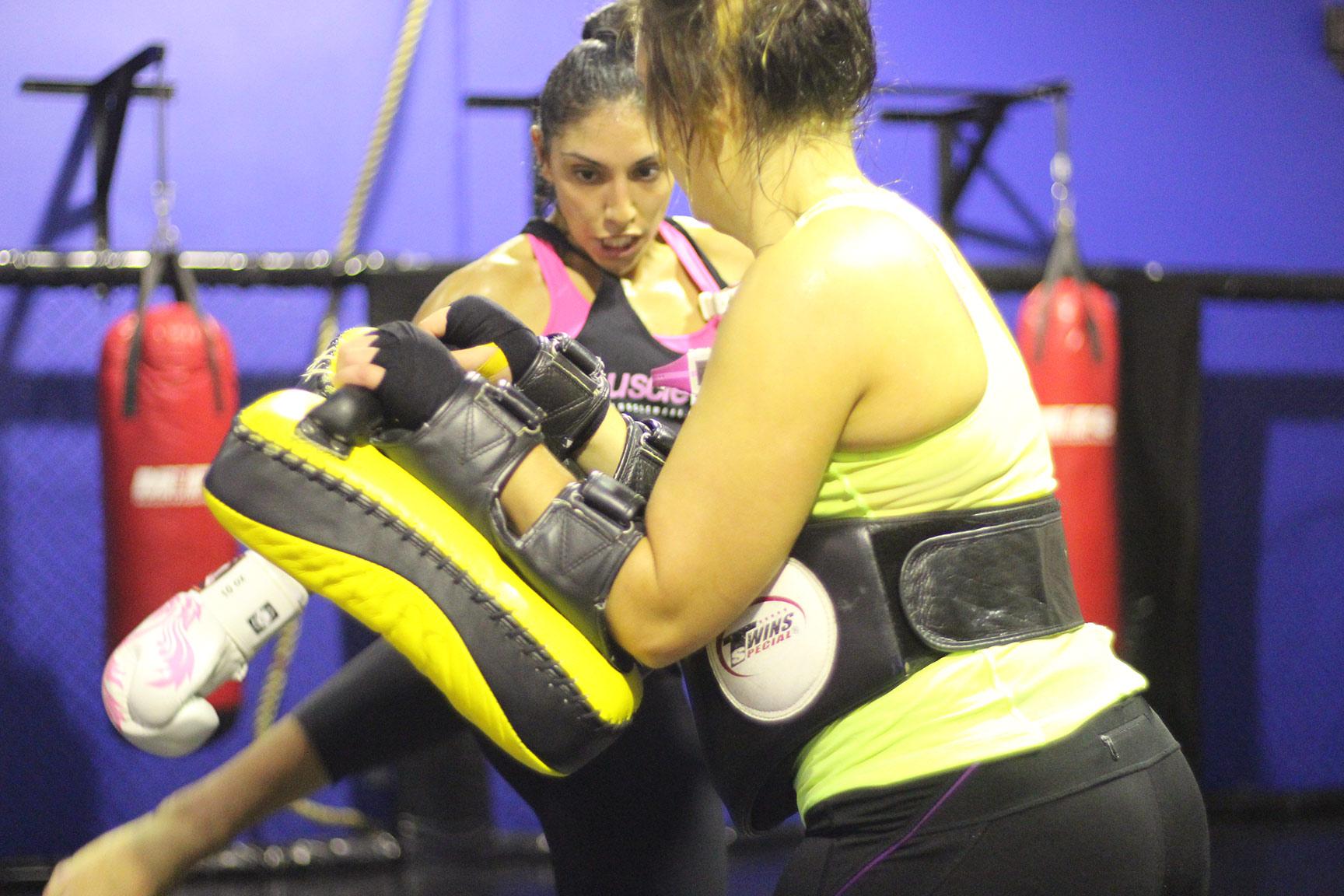 womens-kickboxing-class-m1fc-2